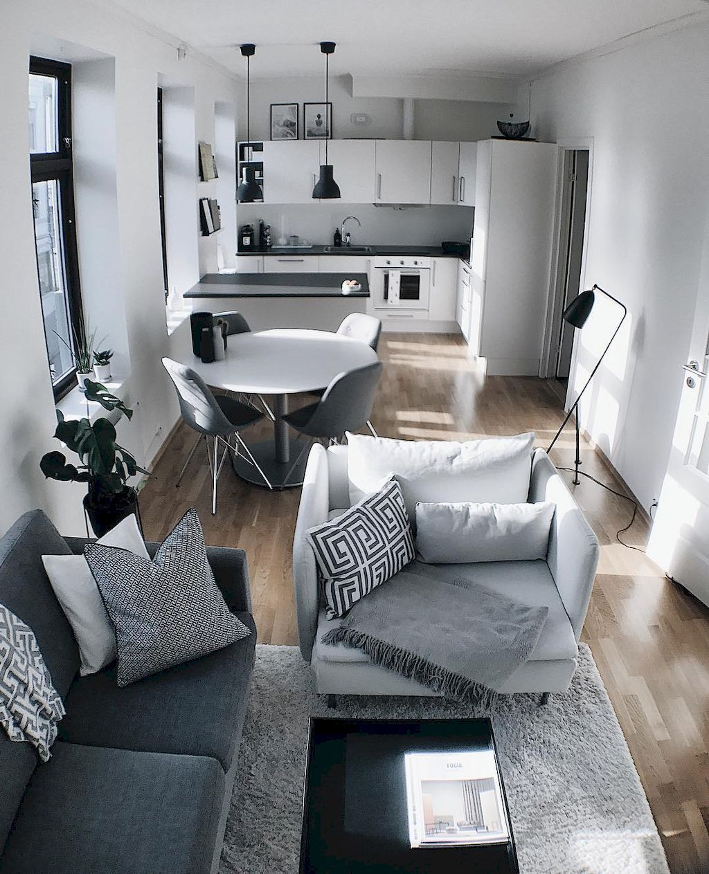 Awesome Small Apartment Decorating Ideas